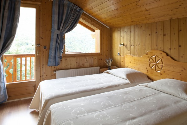Twin Bedroom with a view at Chalet Serpolet