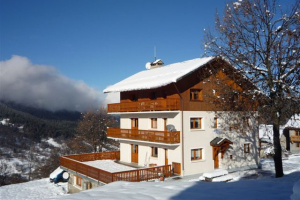 Chalet with balconies and amazing views