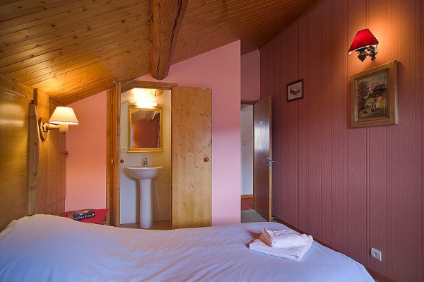 Double En-suite Bedroom in Meribel