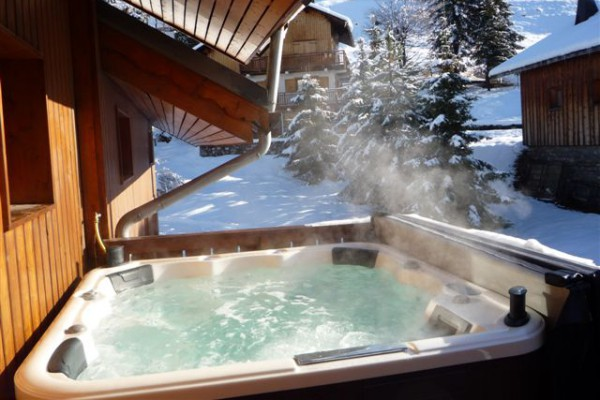 Chalet in Meribel with hot-tub