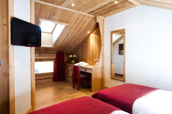 Twin beds in chalet ecureuil