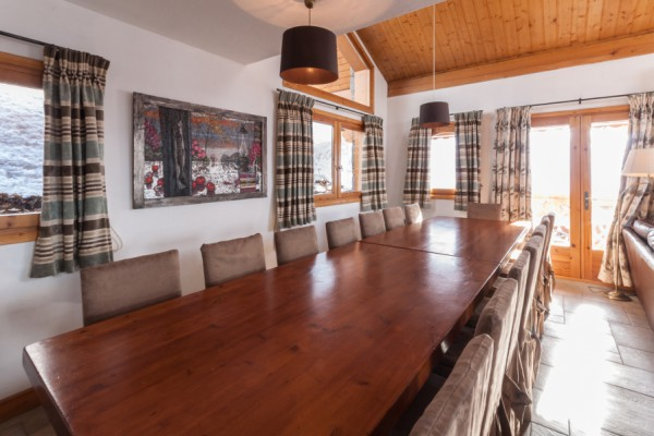 Dining area in Chalet Virage